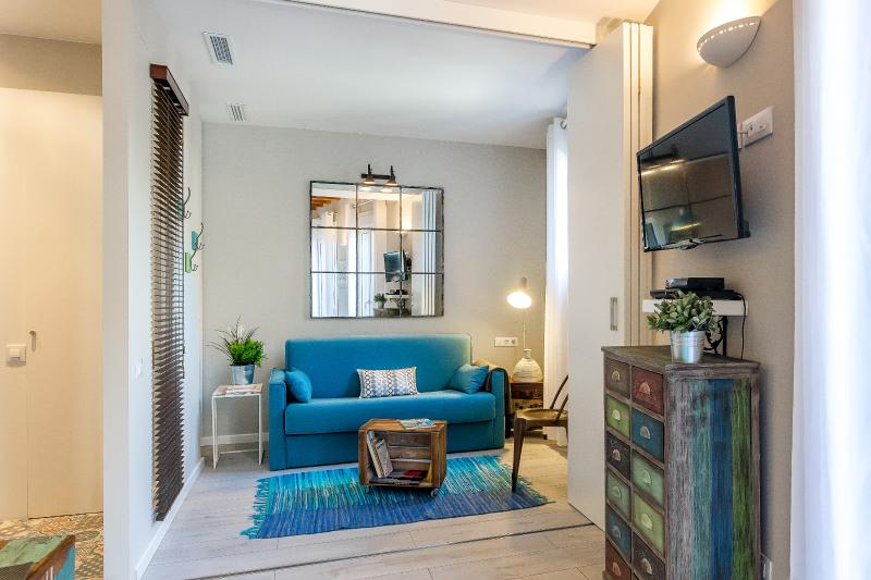 Living Room with Balcony - Vintage Suite Principal with Balcony (1BR) - MID TERM RENTALS - Barcelona - rentals