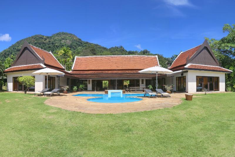 Tha Lane Bay Villa; Sea Front Villa - Image 1 - Krabi - rentals