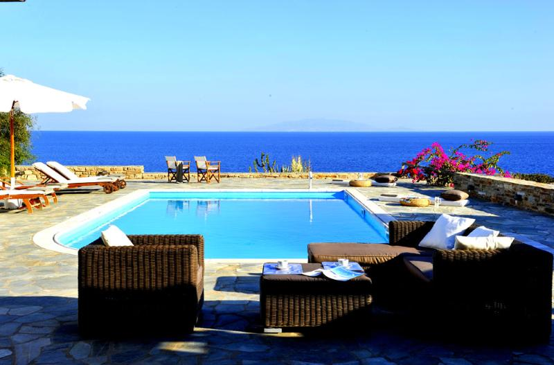 Seafront Villa with private pool in Antiparos - Image 1 - Antiparos - rentals