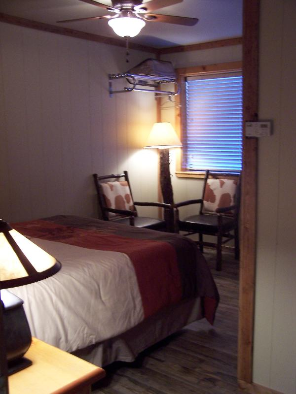 Small Condo with queen bed - Small condo in the center of town #9 - Red River - rentals