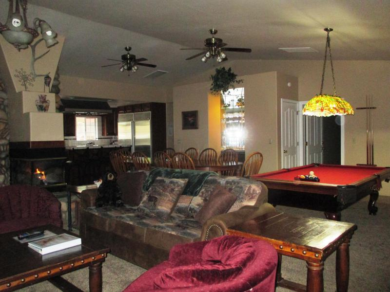 Full view of the living, dining area & kitchen. - Luxury 3 bedroom designed for entertaining! Wifi! - Yosemite National Park - rentals
