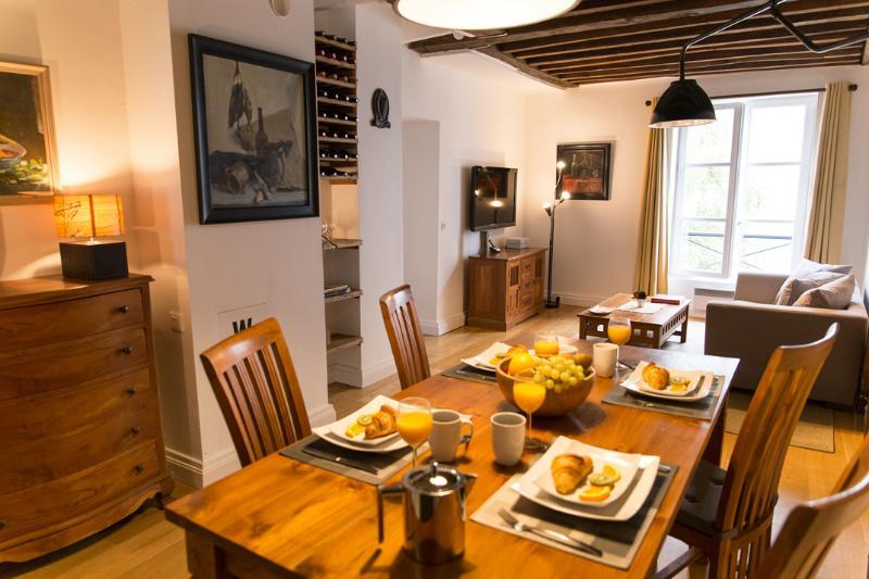 Marais Tradition - Rustic Central Marais 1 bedroom Apartment - Image 1 - Paris - rentals