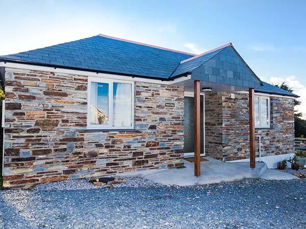 SUNSET COTTAGE, detached, single-storey, romantic retreat, close to shop and pub, near Tintagel, Ref 918337 - Image 1 - Tintagel - rentals