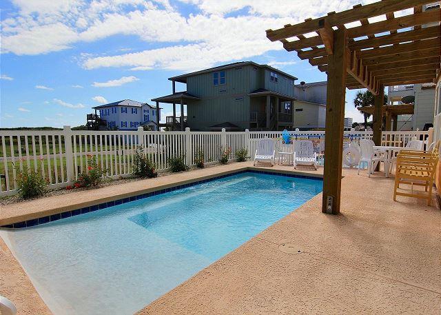 Private Pool & Patio - Looney Dunes, Sleeps 12, 4 Bedroom, 3.5 bath, PRIVATE POOL, Parking for 4 - Port Aransas - rentals