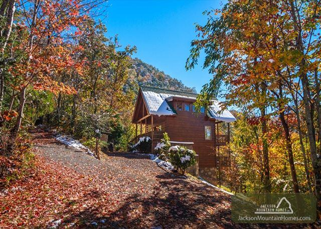 Autumn Ridge  Private  Mountain View  Hot Tub  Pool Table  Free Nights - Image 1 - Gatlinburg - rentals