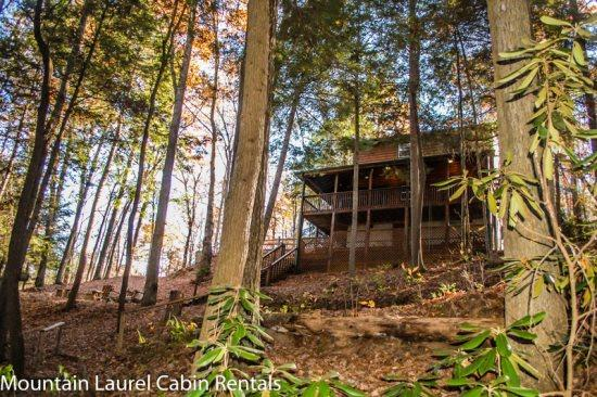 A RIVER RUNS BY IT- 3BR/2BA- CABIN ON BEAUTIFUL FIGHTINGTOWN CREEK SLEEPS 6, GAS FIREPLACE, HOT TUB, OUTDOOR FIRE PIT, SATELLITE TV, WIFI, NATURE TRAIL! ONLY $125 A NGIHT! - Image 1 - Blue Ridge - rentals