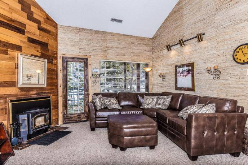 Spacious lodging near slopes with a steaming shared hot tub & sauna! - Image 1 - Brian Head - rentals