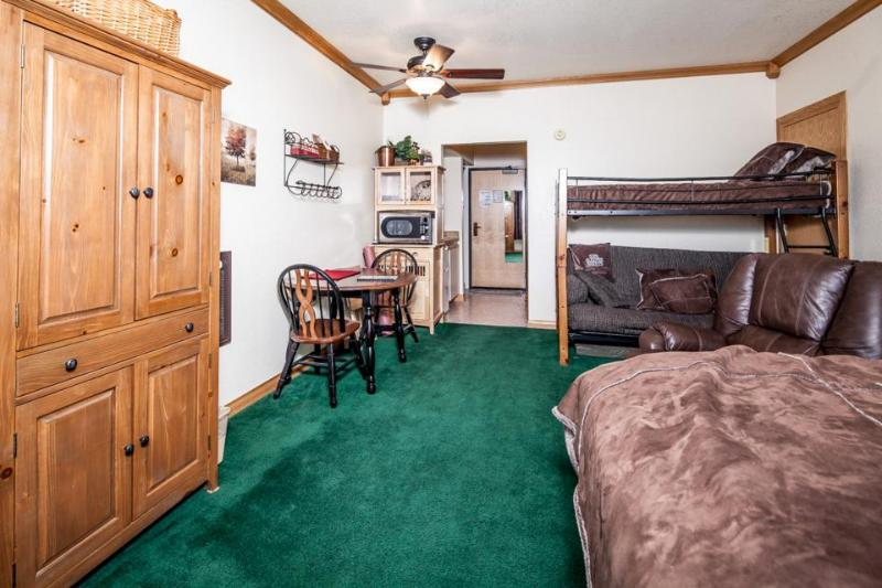 Rustic w/ shared hot tub & pool! Walk to lifts & enjoy free shuttle to slopes - Image 1 - Brian Head - rentals