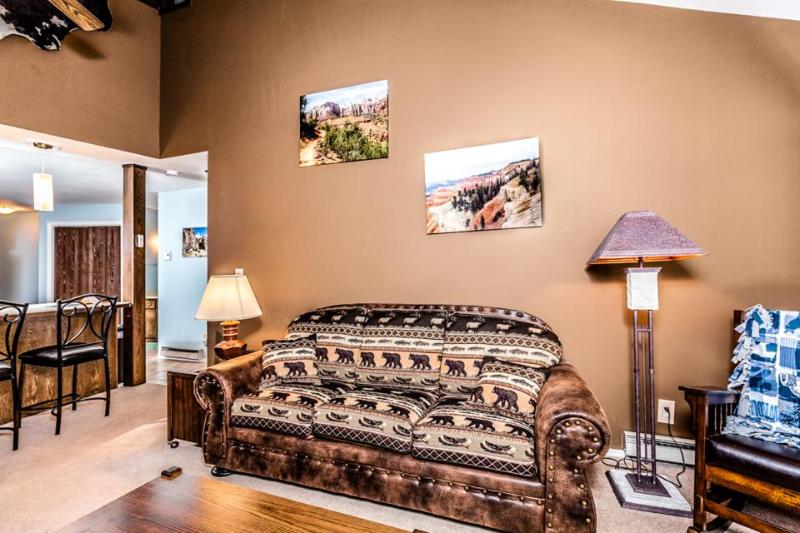 Warm and welcoming upgraded condo close to Giant Steps! - Image 1 - Brian Head - rentals