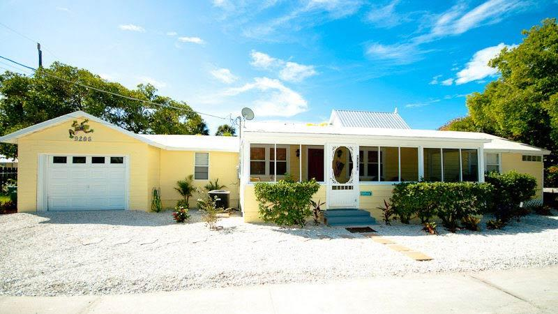 Welcome to Gulfshore Cottage! - Gulfshore Cottage: 3BR Family-Friendly, Block from Beach - Anna Maria - rentals