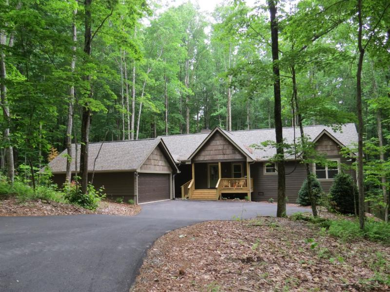 Lovely Mountain Home Nestled in Holly Forest - Black Oak in Holly Forest - Sapphire - rentals