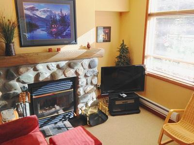 Living Room with Flatscreen TV - Alpine Greens Condos - 17 - Sun Peaks - rentals