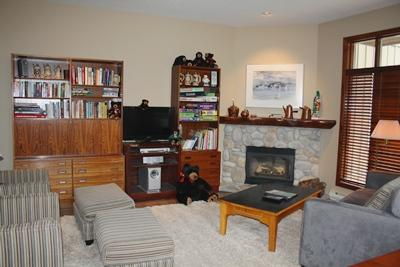 Living Room with Fireplace and Flatscreen TV - Trapper's Landing Townhouses - 01 - Sun Peaks - rentals