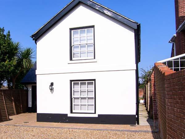 COACH HOUSE, en-suites, WiFi, sociable open plan accommodation in Gosport, Ref. 916965 - Image 1 - Gosport - rentals