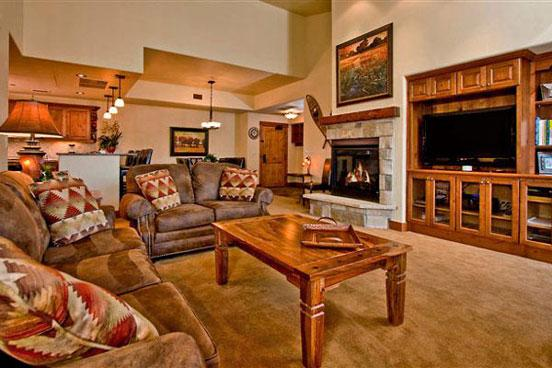 Emerald Lodge Living Room - 5305 - 5305 Emerald Lodge, Trappeurs - Steamboat Springs - rentals