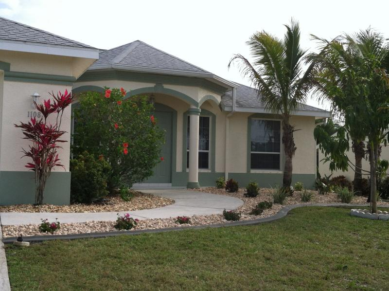Front of home - Hacienda Getaway, 3/2 pool home in SW Cape Coral. - Cape Coral - rentals