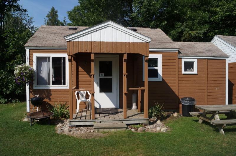Cabin 5 Outside - Cabin 5 Family Friendly Resort Up North Minnesota - Blackduck - rentals