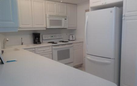 Kitchen - NICE Beachfront Condo with great pool and beach views ! - Marco Island - rentals