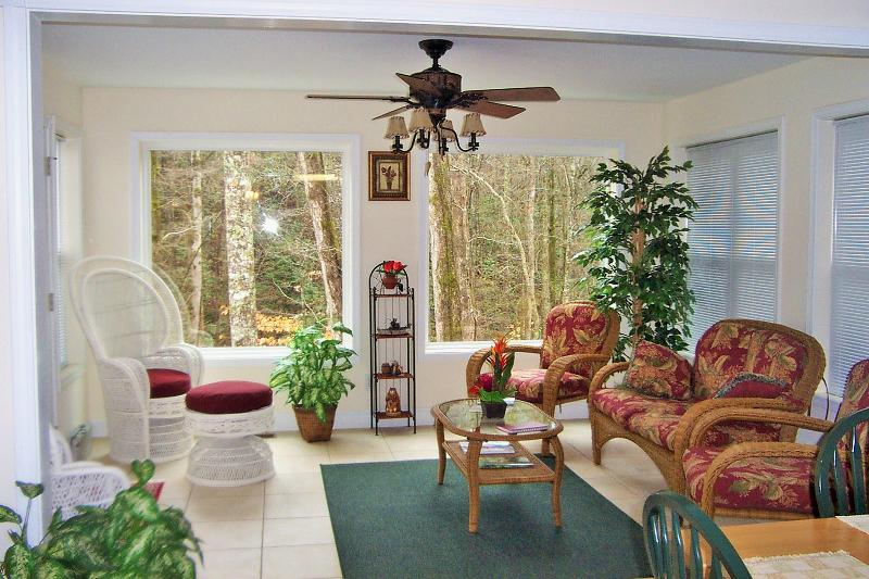Sunroom with Large Picturesque Windows - Beautiful Cabin w/Creek in City Limits of Helen Near Innsbruck Golf Resort - Helen - rentals
