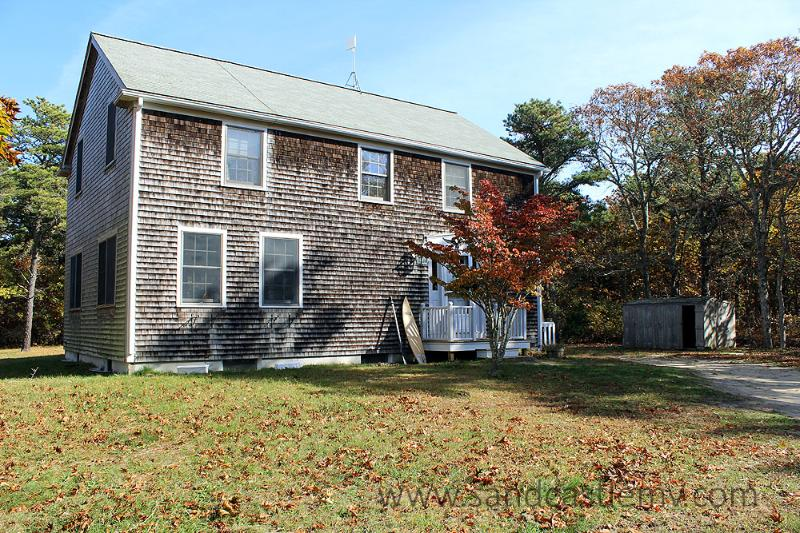 1622 - CASUAL COMFORT,PASTORAL SETTING MINUTES FROM THE SEA. - Image 1 - Edgartown - rentals