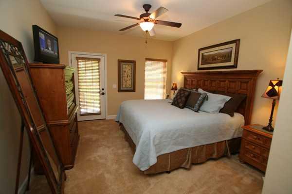 Master Bedroom - Robin's Nest - Sevierville - rentals