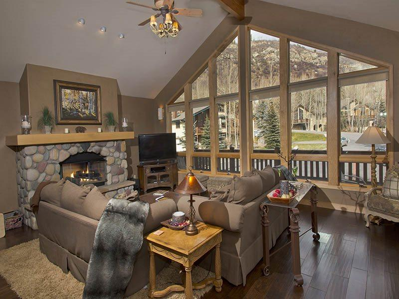 Living Room - Glacier-Court-1 - Vail - rentals