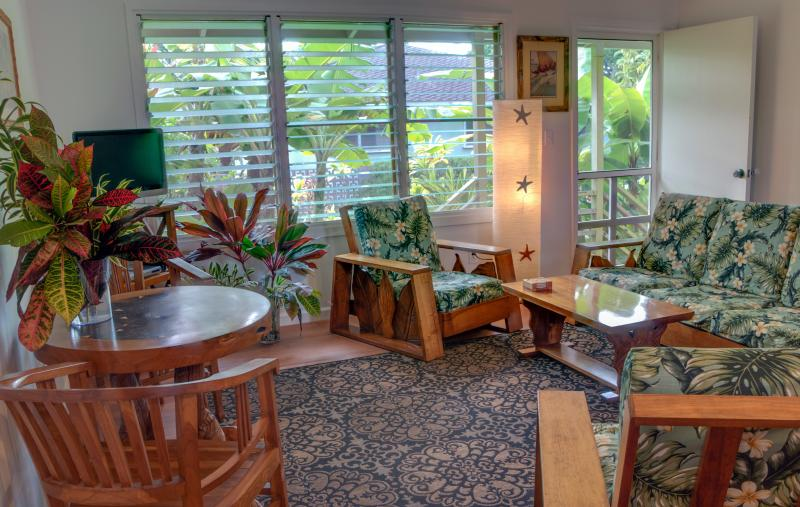 Authentic Hawaiian Furnishings! - Ellie's Authentic Hawaiiana House near Poipu Beach - Koloa - rentals