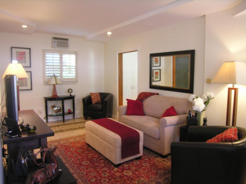 Living Room - Location, Charm ….AND the Hollwood Sign  (Beachwoo - Los Angeles - rentals