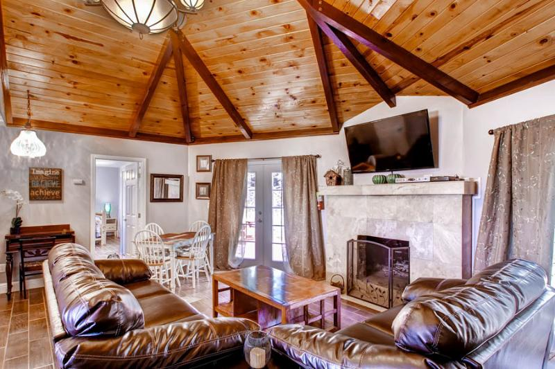 """living room has 55"""" TV, cable and roku for movies - Harmony Hilltop Hideaway Yosemite and Bass Lake! - Oakhurst - rentals"""