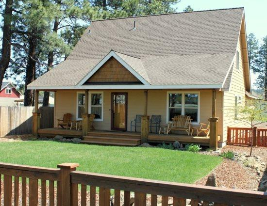 Front exterior of home - Prime Sisters Location 3 bedroom with hot tub - Sisters - rentals