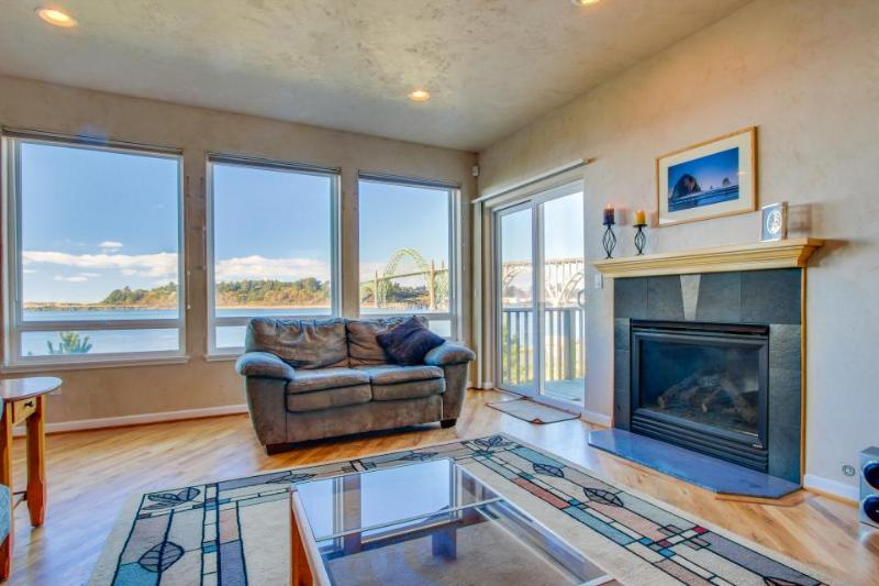 Walk to Oregon Coast Aquarium from this modern, dog-friendly, oceanview home! - Image 1 - Newport - rentals