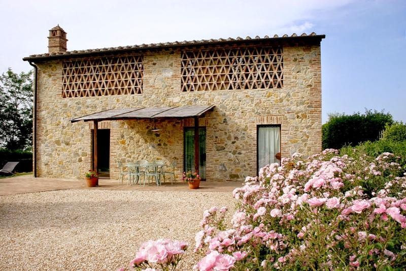3 bedroom Villa in Gambassi Terme, San Gimignano, Volterra and surroundings - Image 1 - Gambassi Terme - rentals