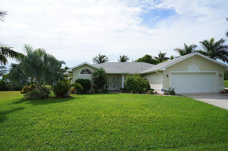 Casa Chloe - Cape Coral 3b/2ba home w/electric heated pool, gulf access canal, HSW Internet, Boat Dock - Image 1 - Cape Coral - rentals