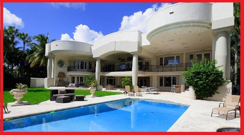 Amazing backyard and pool area with BBQ - Owner SPECIAL!! LUXURY MANSION Sleeps 20! - Hollywood - rentals