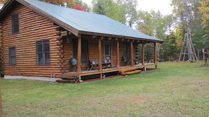 Cozy Log Home near Pictured Rocks! Sleeps up to 12! - Image 1 - Munising - rentals