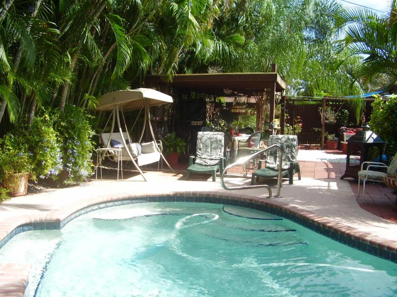 Pool side & garden. - Luxury1BD/1BR studio apartment pool side - Fort Lauderdale - rentals