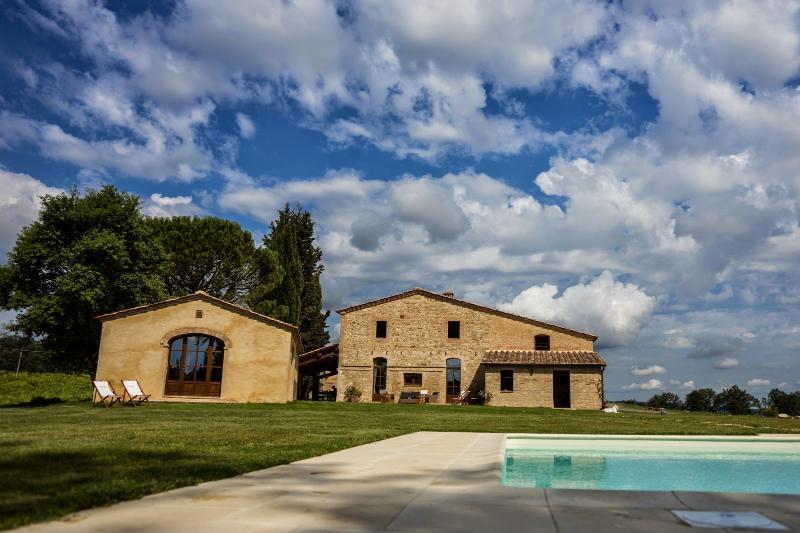 6 bedroom Villa in Buonconvento, Crete Senesi, Tuscany, Italy : ref 2294128 - Image 1 - Buonconvento - rentals