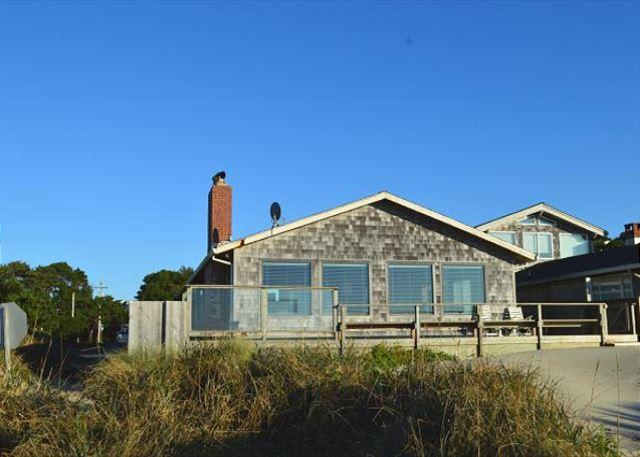 WAVE WALKER -Classic Beach Front home! Stellar VIEW OF THE OCEAN! - Image 1 - Manzanita - rentals