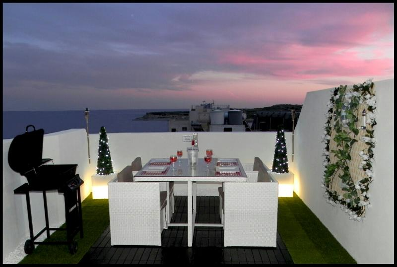 Terrace with outdoor furniture enjoying sea views - 1. Sea View Luxury 2 Bed Penthouse close to Beach! - Marsascala - rentals