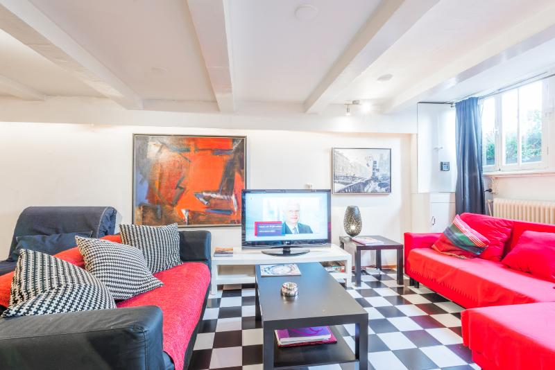 Smokerfriendly Center/Canal apartment - Image 1 - Amsterdam - rentals