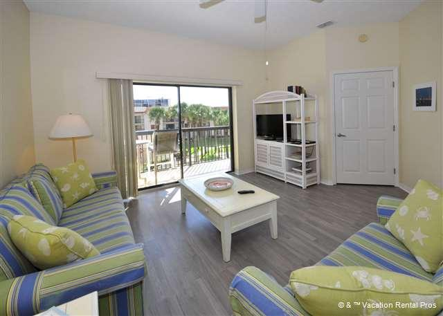 Our bright and airy condo is classic Florida - Ocean Village Q35, 3rd floor, Elevator, 2 pools, HDTVs and wifi - Saint Augustine - rentals