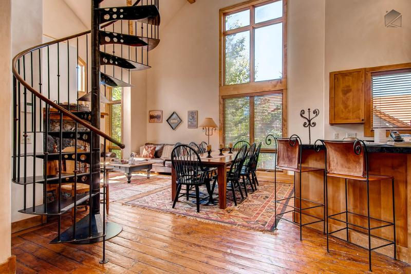 High vaulted ceilings, a spiral staircase, and fine furnishings radiate luxury in this big mountain condo. - Do you dream of powder? - Ski in/out, private balcony - Snow Day Hideaway at the Terraces - Mountain Village - rentals