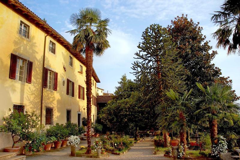 Villa Maestosa - Image 1 - Fosciandora - rentals