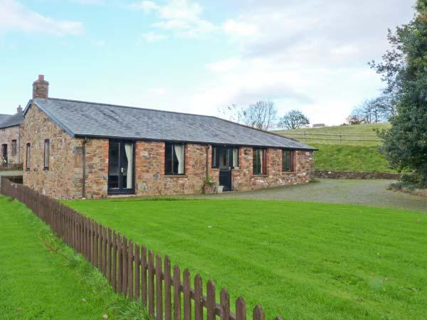 THE SHIPPEN, all ground floor, WiFi, enclosed garden, great walking base, in North Tawton Ref 913047 - Image 1 - North Tawton - rentals