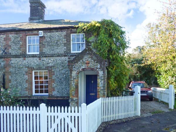 3 STATION COTTAGES, terrace flint cottage, woodburner, enclosed garden, near - Image 1 - Wymondham - rentals