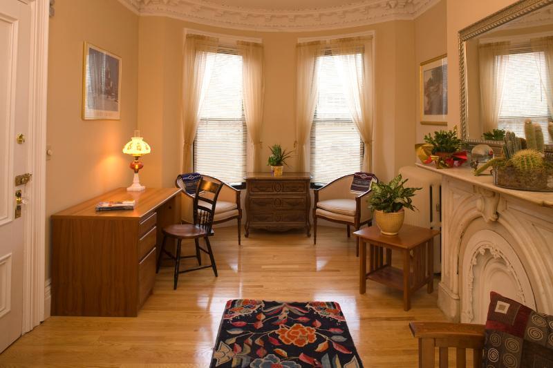 Living Room Desk Area - Boston Vacation Rental (M373) - Boston - rentals