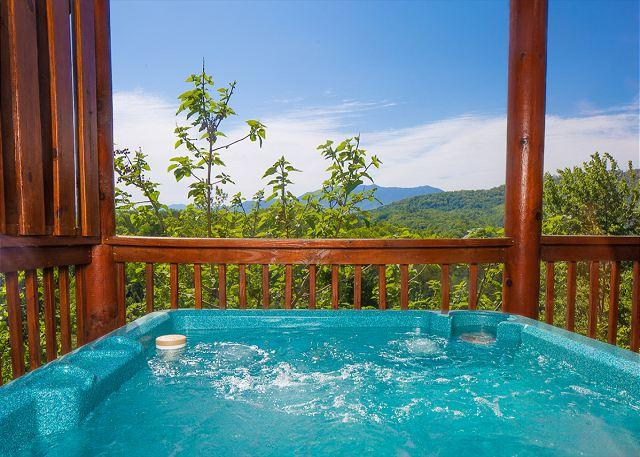 Aspen's Envy: 4BR Cabin w/ Hot Tub, Views, & Pool Table (Sleeps 16) - Image 1 - Pigeon Forge - rentals