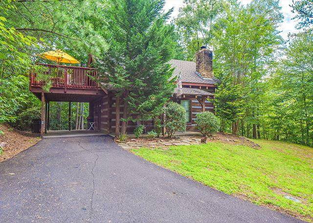 Private Authentic Log Cabin - 2 BR Gatlinburg Cabin w Private Hot Tub. Summer Special - from $89!!! - Gatlinburg - rentals