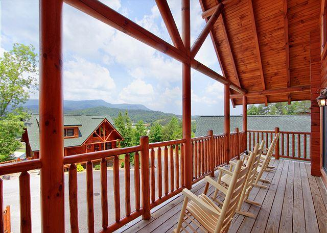 Beautiful Mountain View from Deck - No smoke or fire damage Mountain Majesty 4BR, View, Hot Tub, Games, Sleeps 11 - Sevierville - rentals
