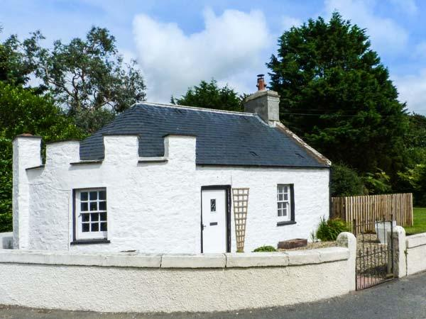EAST LODGE, character, pet-friendly cottage with WiFi and multi-fuel stove in Dunragit, Ref. 905943 - Image 1 - Stranraer - rentals